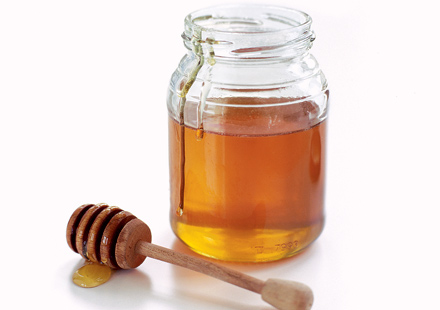 Honey-jar-with-dipper
